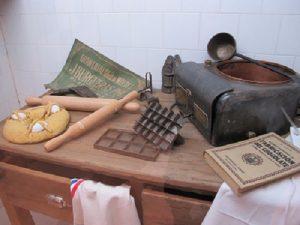 Estris per fer mones, bombons i rajoles de xocolata. / © Gg