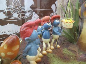 Els Barrufets canten caramelles i celebren la Pasqua. / © Gg