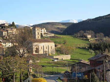 Us queda una mica de temps? No us perdeu el poble de Molló i la fantàstica església romànica de Santa Cecília. / © Gg