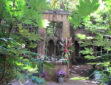 Claustre de l'església de Santa Anna, al carrer del mateix nom. / © Gg