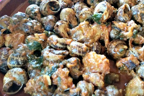 Cargols a la cutxipanda. Nom curiós, oi? Es tracta d'un acompanyament de verdures guisades./© Gg