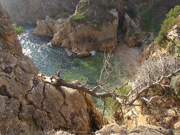 En aquesta costa tant abrupta els contrabandistes hi tenien molts amagatalls! /© Gg