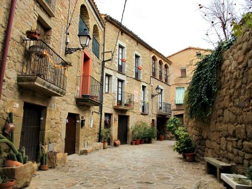 Les cases, de pedra, fusta i forja, estan molt ben conservades./© Gg