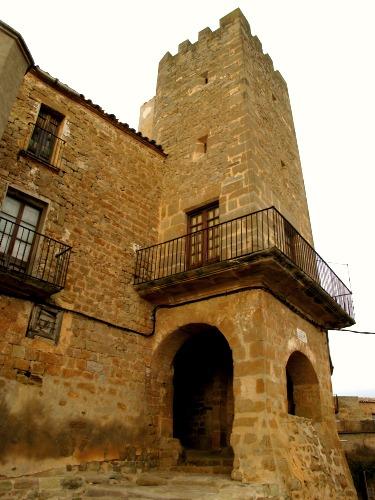 El castell no té fonaments. Està construït damunt la roca mare. /© Gg