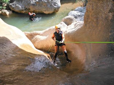 En ocasions fa falta la corda per rapelar pel riu./© Gg