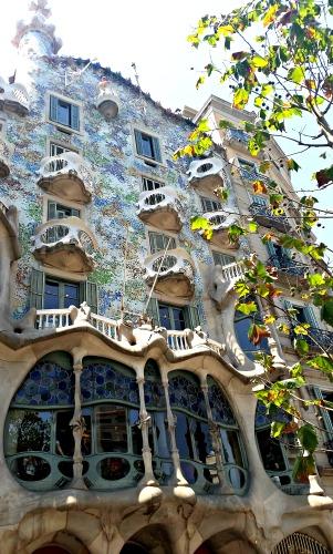 A la ciutat es coneguda com la casa de les màscares, la casa dels ossos, la dels badalls, la casa del drac... /© Gg