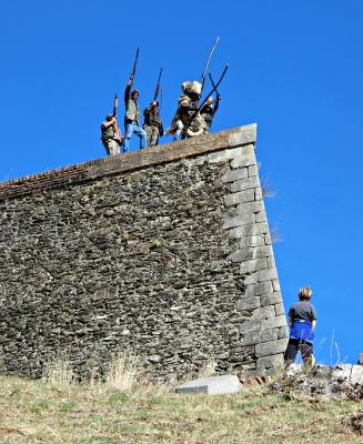 Un moment molt emocionant. Els tres ossos, al capdamunt de la muralla del Fort Lagarde./© Gg