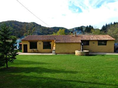 Hora de dinar, a La Quadra, al mateix poble d'Espinelves. /© Gg