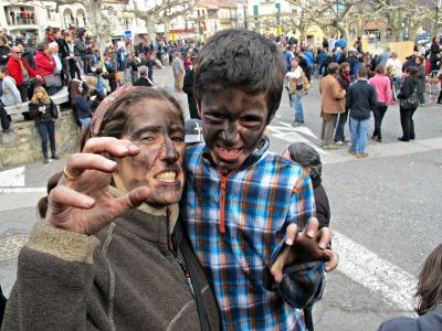 No ens espanten els ossos! Els hem perseguit...i hem acabat ben emmascarats!/© Gg