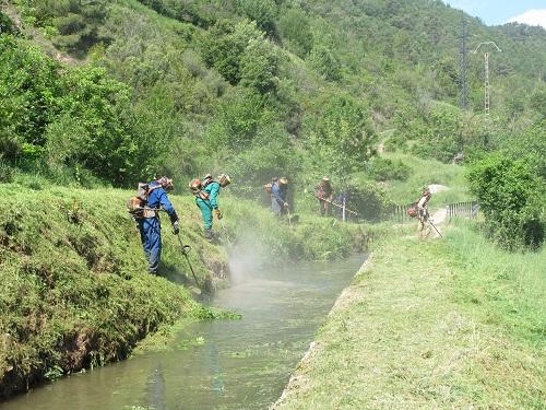 Un equip de sequiaries s'encarrega del manteniment del canal /© Gg